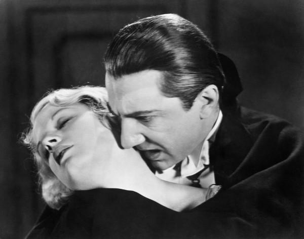 Imagem do filme Drácula, dirigido por Tod Browning em 1931, com Béla Lugosi e Helen Chandler