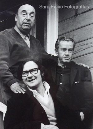 Pablo Neruda, Antonio Skármeta e Juan Rulfo (Foto: Sara Facio)